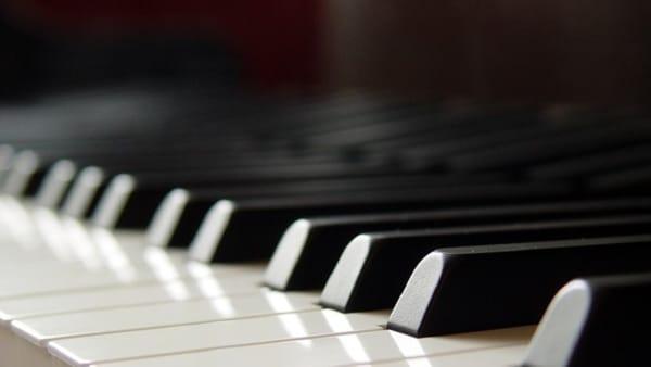 Nave: Concerto di Pianoforte al Teatro San Costanzo