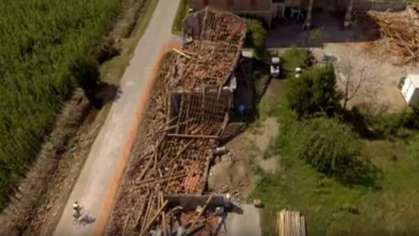 Aziende devastate, cascinali e campi rasi al suolo: in volo sui disastri della Supercella