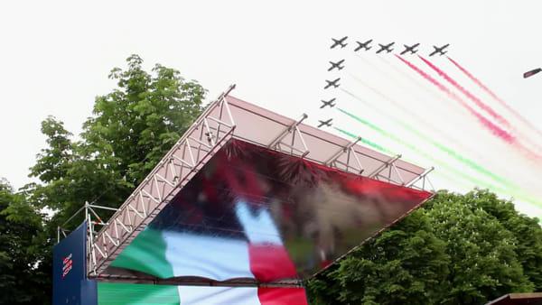 Mille Miglia 2019: lo spettacolo delle Frecce Tricolori sui tetti di Brescia
