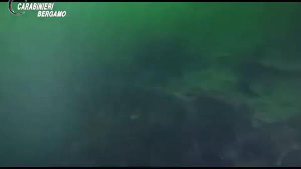 Montagna di rifiuti sul fondo del lago d'Iseo: il video dello scempio