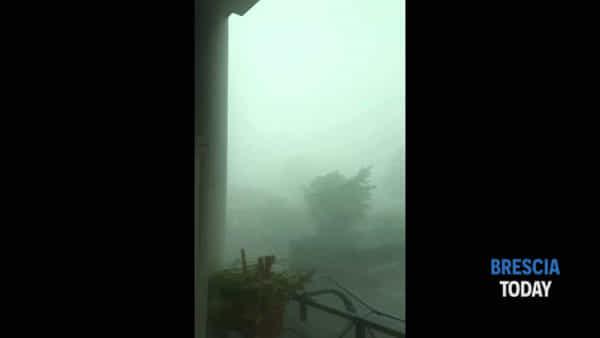 Terribile tempesta nel Bresciano: grandine e vento fino a 130 km/h