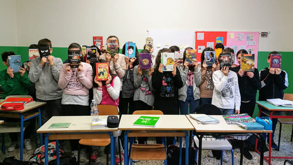 """Bookface"" collettiva in classe. Fonte: Read On"