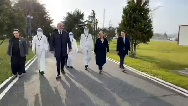 """Coronavirus: """"Siamo tutti italiani"""", a Brescia 10 medici e 20 infermieri dall'Albania"""