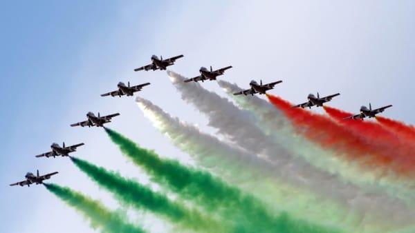 Ali su Desenzano: le Frecce Tricolori sul Lago di Garda