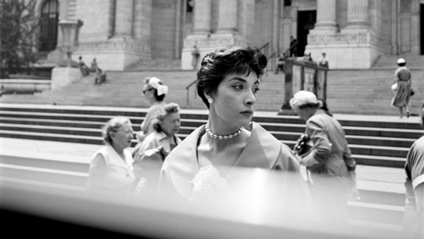 Woman Hat NY Public Library © Vivian Maier Maloof Collection