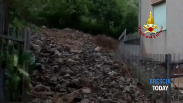 Frana e fiumi di fango dopo la tempesta, auto e case sommerse: il video shock