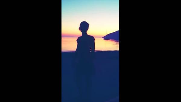 """Nadia Toffa, un dolce ballo al tramonto: sui social l'ultimo saluto de """"Le Iene"""""""