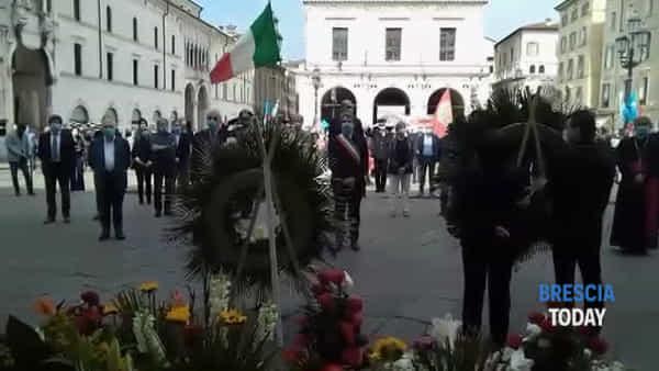 Strage di piazza Loggia: silenzio e ritocchi di campane per ricordare le vittime