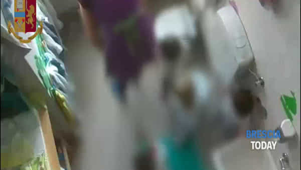Rodengo Saiano, bimbi spintonati a terra: il video dei maltrattamenti