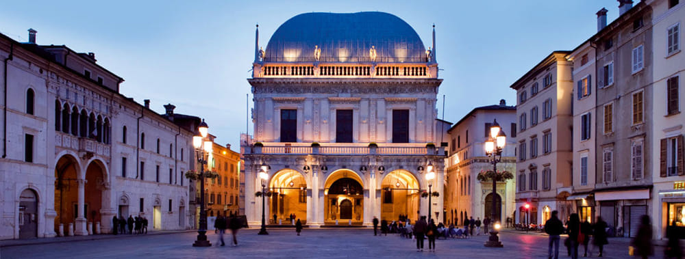 hp_piazza-loggia_01_0