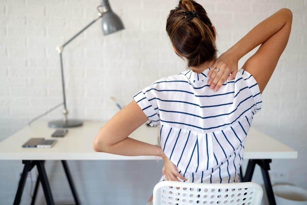 Smart working e mal di schiena: i consigli degli esperti
