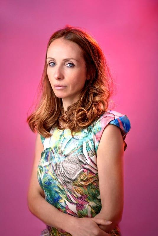 La cantautrice Angela Kinczly